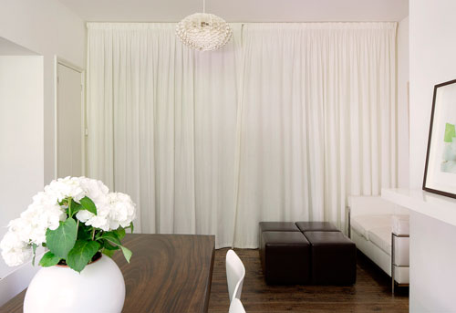 Белые шторы в интерьере: атмосфера  уюта и чистоты