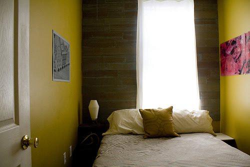 Дизайн интерьера узкой спальни: используем каждый метр пространства