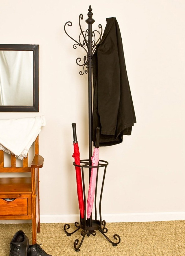 Подставка под зонты в интерьере: важная мелочь
