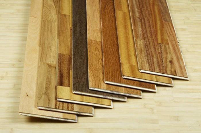 Новый писк дизайнерской моды – ламинат на потолок