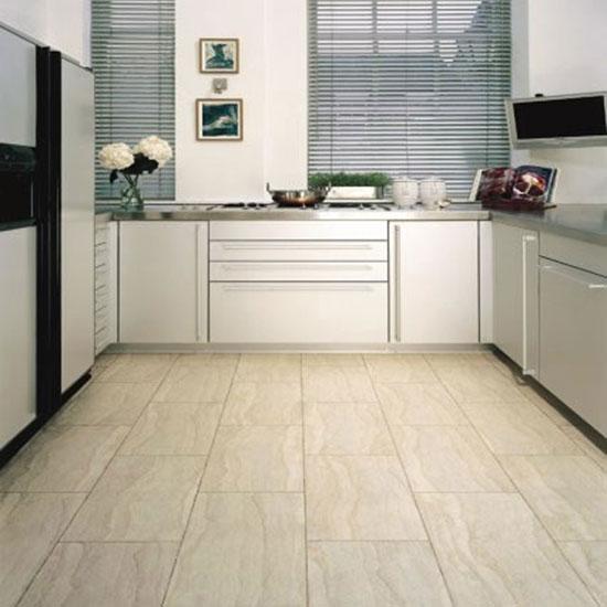 Водостойкий ламинат или виниловый пол для кухни: что выбрать?