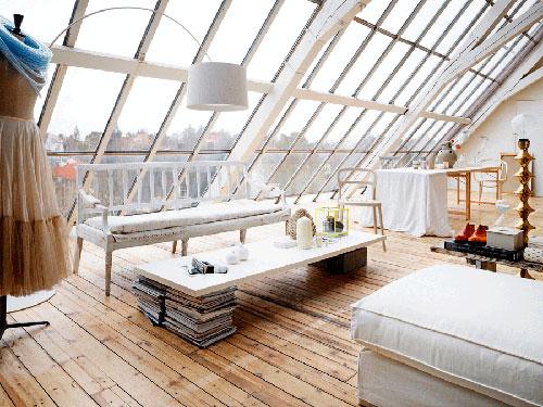 Оформление мансардного окна: подбираем шторы