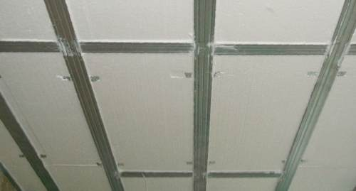 Как утеплить потолок, чем и зачем это делать