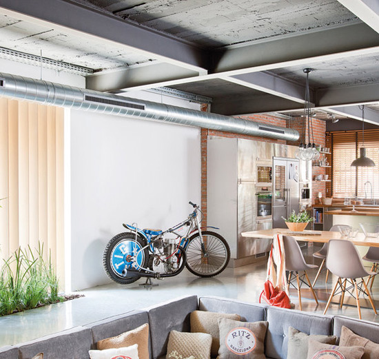 Декоративные потолочные балки в интерьере: нестандартный прием