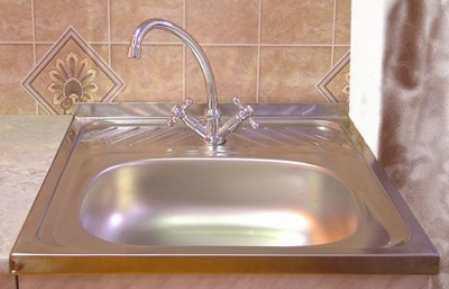 Как установить врезную и накладную мойку на кухне: пошаговая фото инструкция