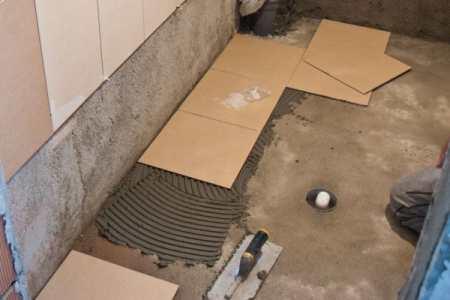 Пол на кухне: ламинат или плитка: достоинства и недостатки решений