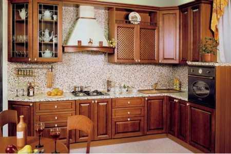 Кухонные фасады из массива: очарование натурального дерева