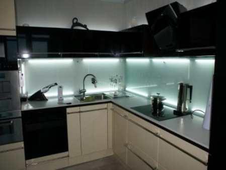 Подсветка кухонного гарнитура: основные правила и современные тенденции