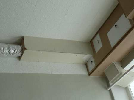 Как обыграть вентиляционный короб на кухне: советы по декору