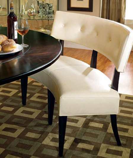 Полукруглый стол для кухни правильно организует пространство