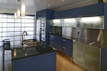 Яркая синяя кухня: как грамотно можно использовать холодный цвет в интерьере