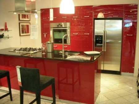 Из огня да в полымя: 32 стильных способа не превратить красную кухню в пекло