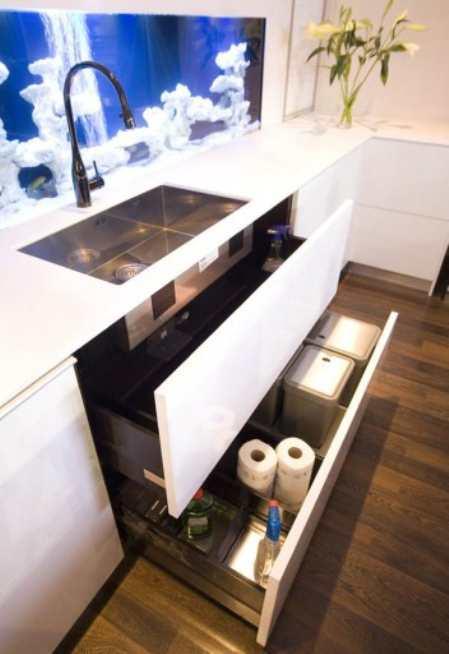 Современная кухня с аквариумом и интерактивной подсветкой