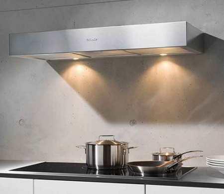 Плоские вытяжки для кухни – создаем атмосферу