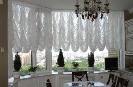 Чем так хороши короткие шторы для кухни: примеры оформления кухонного окна