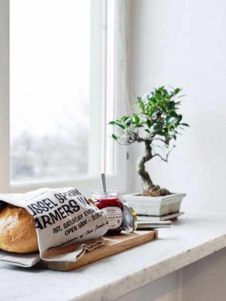 Шведский стандарт: интерьер кухни гостиной в белом цвете