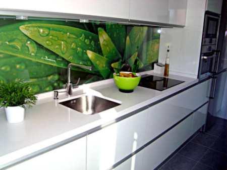 Каким должен быть размер кухонного фартука: определяем высоту и ширину