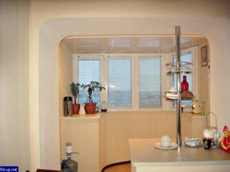 Интерьер кухни с балконом – расширяем пространство