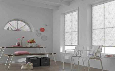 Окно в тренде: подбираем современные шторы для кухни