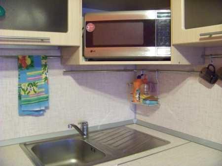 Коралловая кухня для дружной семьи