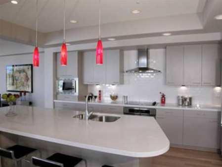 Светильники для кухни: выделение функциональных зон и организация рабочего пространства