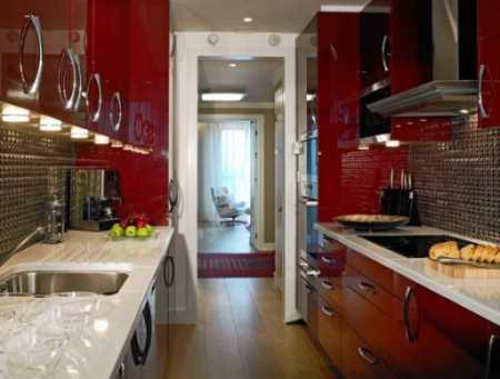 Как спланировать дизайн узкой длинной кухни: 12 способов преображения, Оформление интерьеров