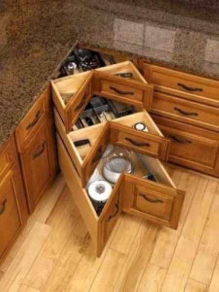 Как вместить невместимое: маленькие угловые кухни с хитрой «начинкой»