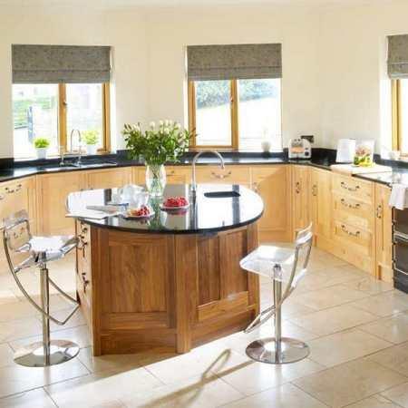Кухонный гарнитур с барной стойкой – стильно и современно