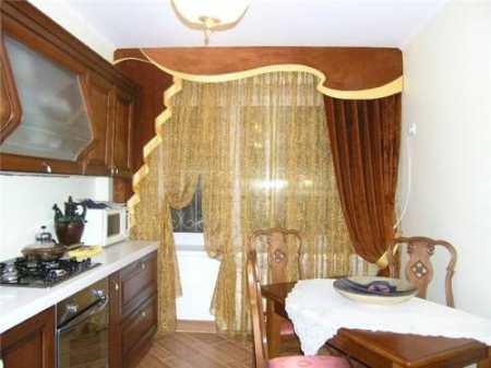 Какие шторы выбрать для кухни с балконом: советы дизайнера